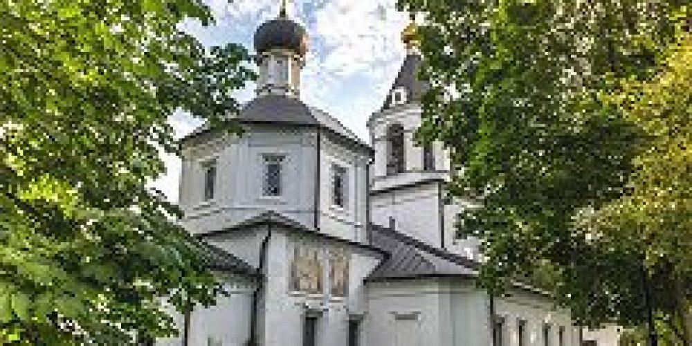Епископ Подольский Тихон совершил Божественную литургию в храме Положения Ризы Пресвятой Богородицы в Леонове