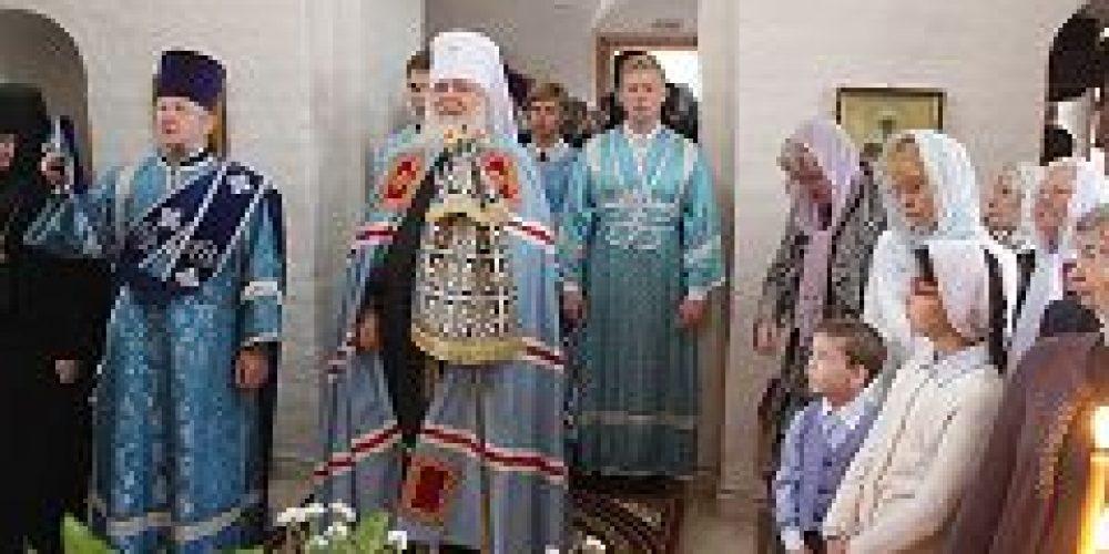 Митрополит Истринский Арсений совершил Божественную литургию и чин молебного пения в Зачатьевском монастыре