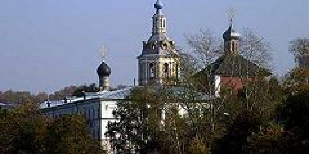 Епископ Дмитровский Феофилакт совершил Божественную литургию в Андреевском монастыре