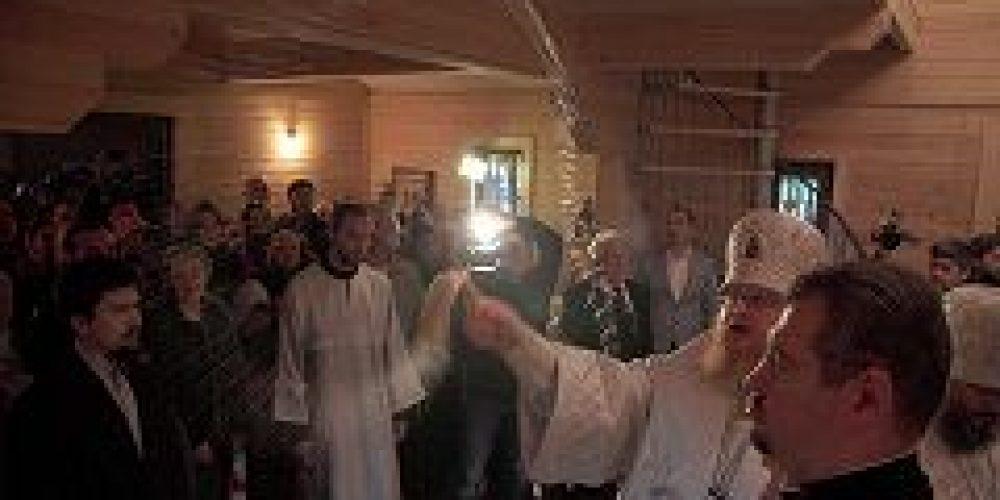 Епископ Подольский Тихон совершил чин малого освящения храма сщмч. Иоанна Восторгова в Останкино