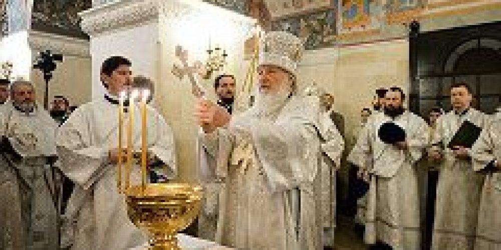 В Крещенский сочельник Святейший Патриарх Кирилл совершил Литургию и чин великого освящения воды в Храме Христа Спасителя