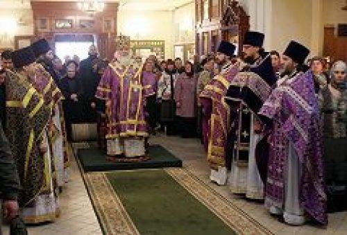 Митрополит Истринский Арсений совершил Литургию в храме преподобного Алексия, человека Божия, в Красном селе