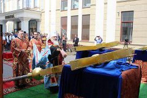 Митрополит Истринский Арсений освятил накупольные кресты для домового храма Российского экономического университета