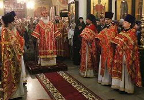 Митрополит Истринский Арсений совершил Божественную литургию в храме Живоначальной Троицы в Листах
