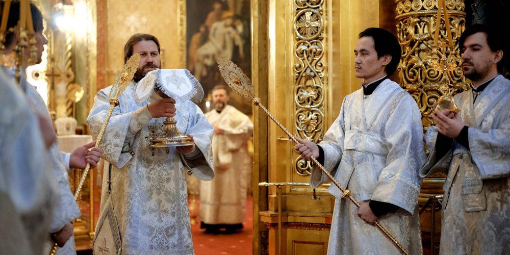 Епископ Павлово-Посадский Фома возглавил литургию в престольный праздник в Богоявленском соборе