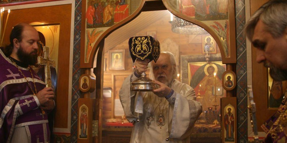 Епископ Орехово-Зуевский Пантелеимон совершил чин посвящения сестер милосердия в храме Успения Пресвятой Богородицы