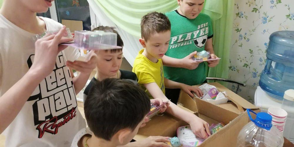 Волонтеры храма иконы «Знамение» в Кунцеве передали нуждающимся гуманитарную помощь