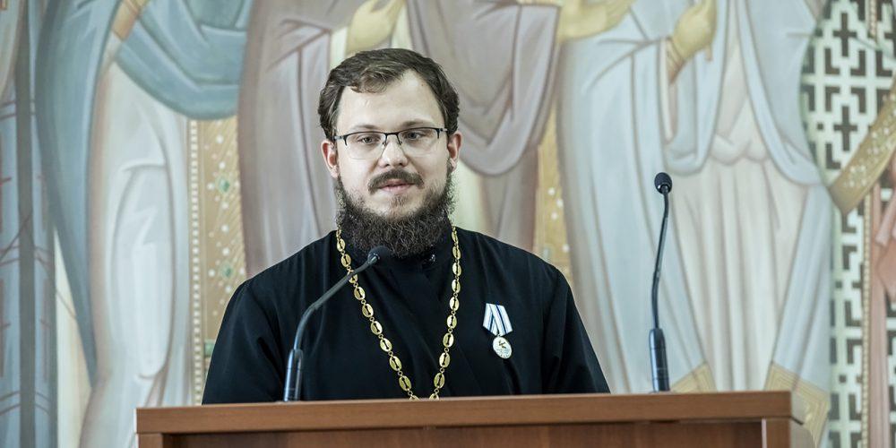 Клирик храма Воскресения Христова в Толстопальцево награжден медалью Кемеровской области «За веру и добро»