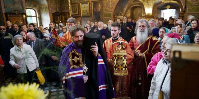 Архиерейское богослужение прошло в храме Архангела Михаила в Тропареве (+ фото, + видео)