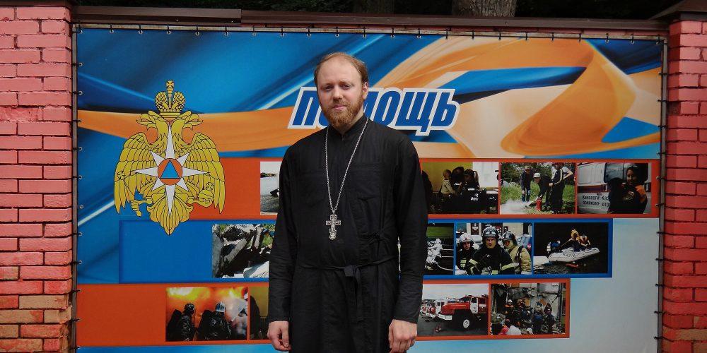 Священник ответил на вопросы молодых военнослужащих об истории Православной Церкви