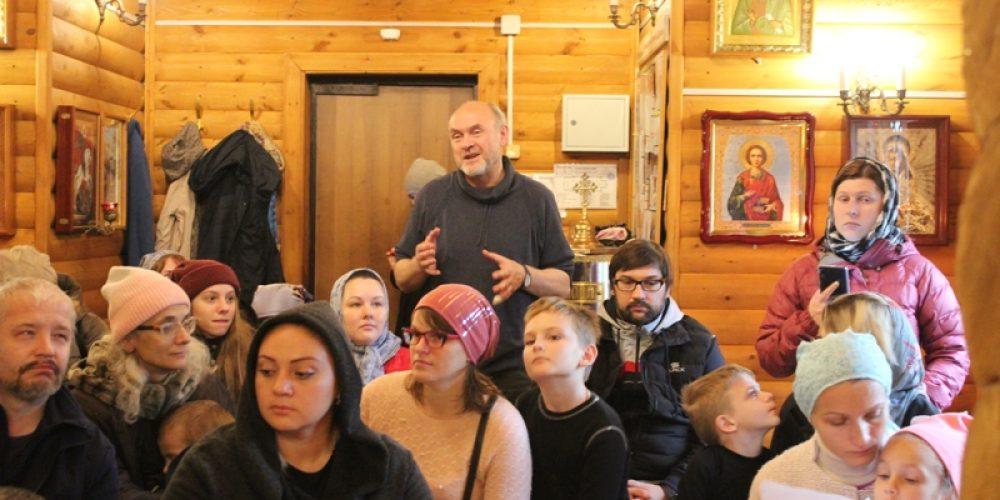 В воскресной школе при храме Успения Пресвятой Богородицы в Матвеевском прошли педсовет и родительское собрание