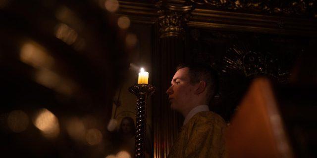 Епископ Павлово-Посадский Фома возглавил ночную молодежную литургию в храме свт. Николая в Хамовниках