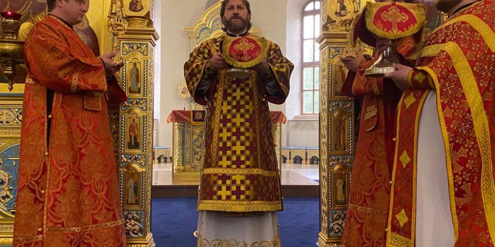 В Неделю 5-ю по Пасхе епископ Фома совершил Литургию в Георгиевском соборе в Одинцове