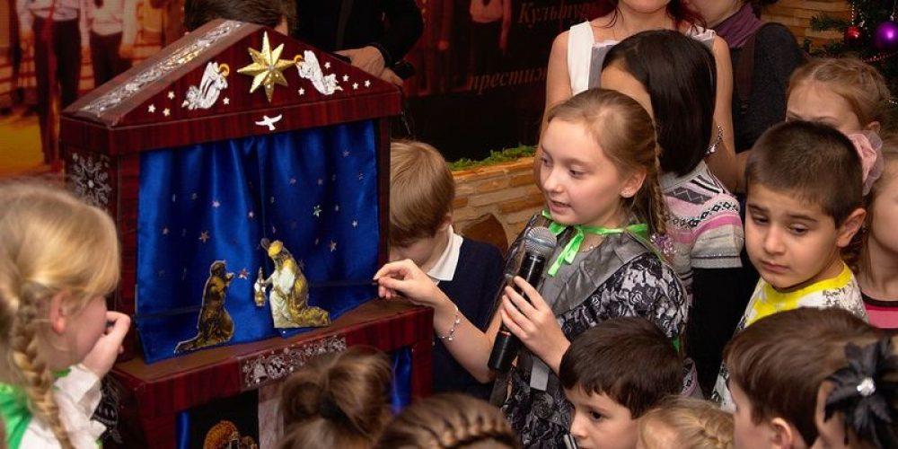 Сразу два Рождественских представления были организованы молодыми прихожанами патриаршего подворья, храма преподобного Серафима Саровского в Кунцеве в дни празднования Рождества Христова