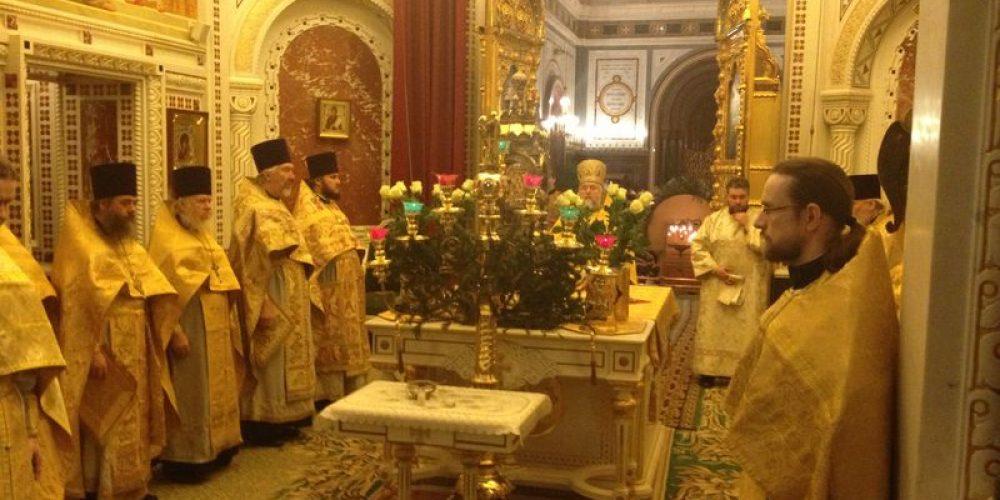 Служение духовенства Западного викариатства в храме Христа Спасителя и несения чреды дежурств у ковчега с Дарами волхвов