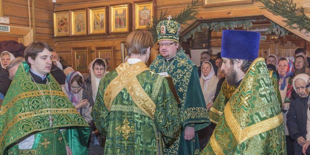 Епископ Выборгский Игнатий совершил Божественную Литургию в храме прп. Серафима Саровского га Филёвской пойме