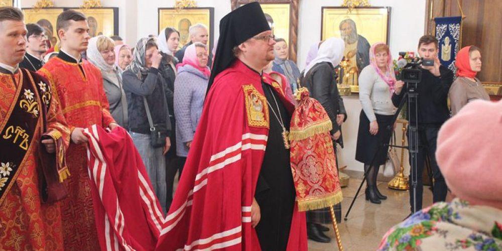 Епископ Выборгский и Приозерский Игнатий совершил торжественное богослужение в храме Воскресения Христова в Толстопальцево
