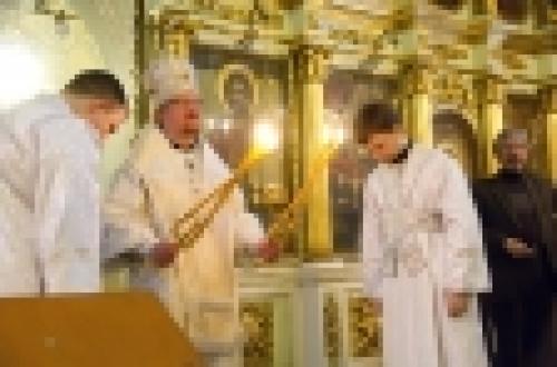 Епископ Бронницкий Игнатий в Крещенский сочельник совершил Литургию и чин великого освящения воды в храме Рождества Иоанна Предтечи на Пресне