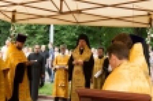 Епископ Выборгский и Приозерский Игнатий совершил чин закладки храма святого праведного Иоанна Русского в Кунцеве