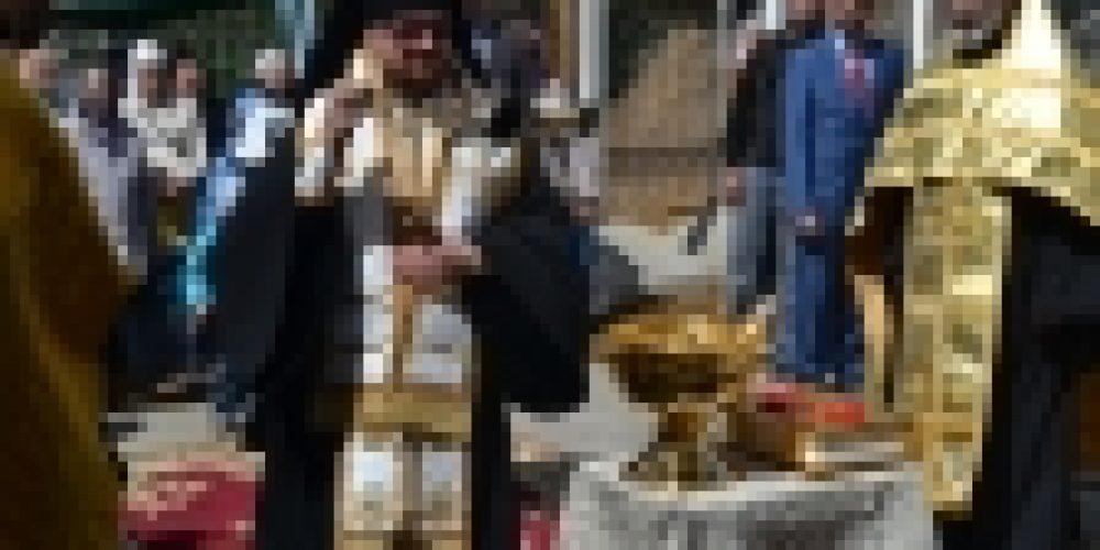 Епископ Выборгский и Приозерский Игнатий совершил чин освящения колоколов храма в честь свт. Иова Патриарха Московского и всея Руси на Можайском шоссе