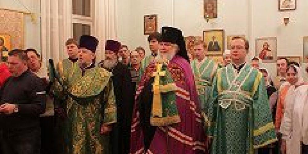 Архиепископ Истринский Арсений совершил Божественную литургию в храме прп. Серафима Саровского при Психоневрологическом интернате №16