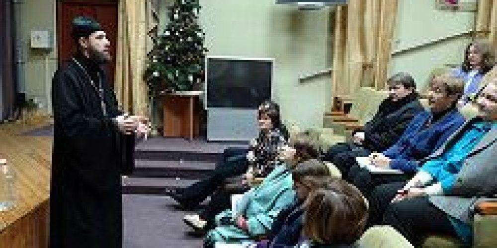 Клирик храма свт. Николая Мирликийского в Покровском посетил комплексный центр социального обслуживания «Басманный»