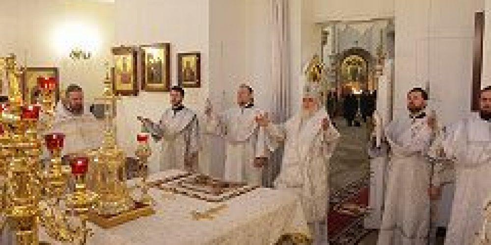 Архиепископ Истринский Арсений совершил Божественную литургию в храме Живоначальной Троицы в Орехове-Борисове