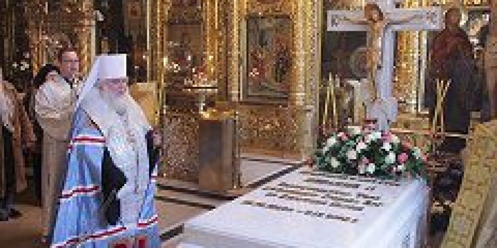 Митрополит Истринский Арсений совершил панихиду у гробницы приснопамятного Святейшего Патриарха Алексия II