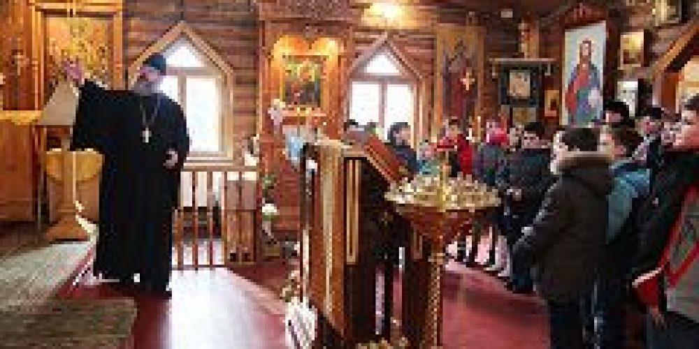 Учащиеся Центра образования № 556 посетили храм Живоначальной Троицы в Чертанове