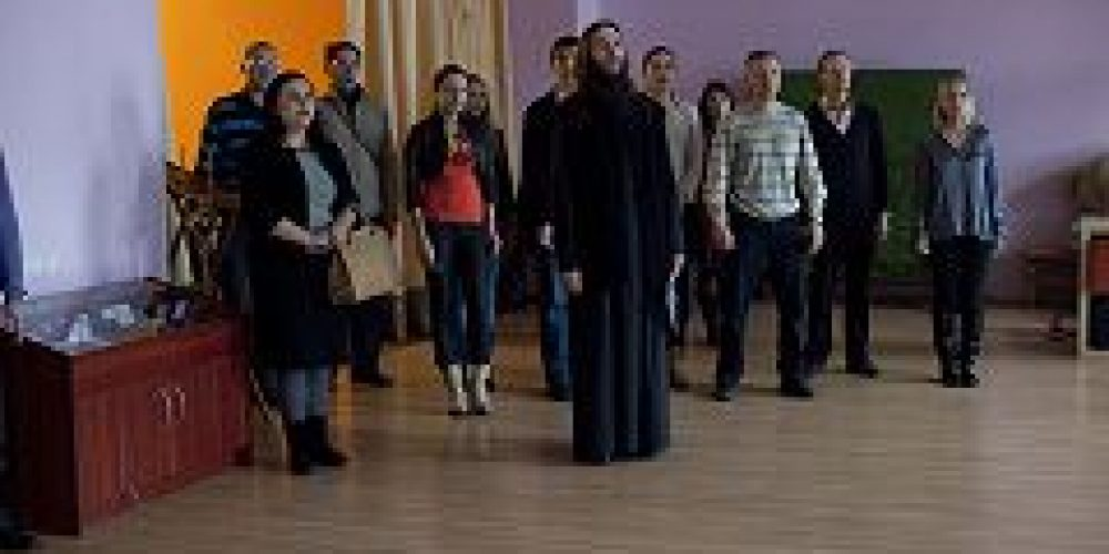 В воскресной школе при храме свт. Николая Мирликийского в Покровском состоялось собрание Киноклуба с участием молодежи Богоявленского благочиния