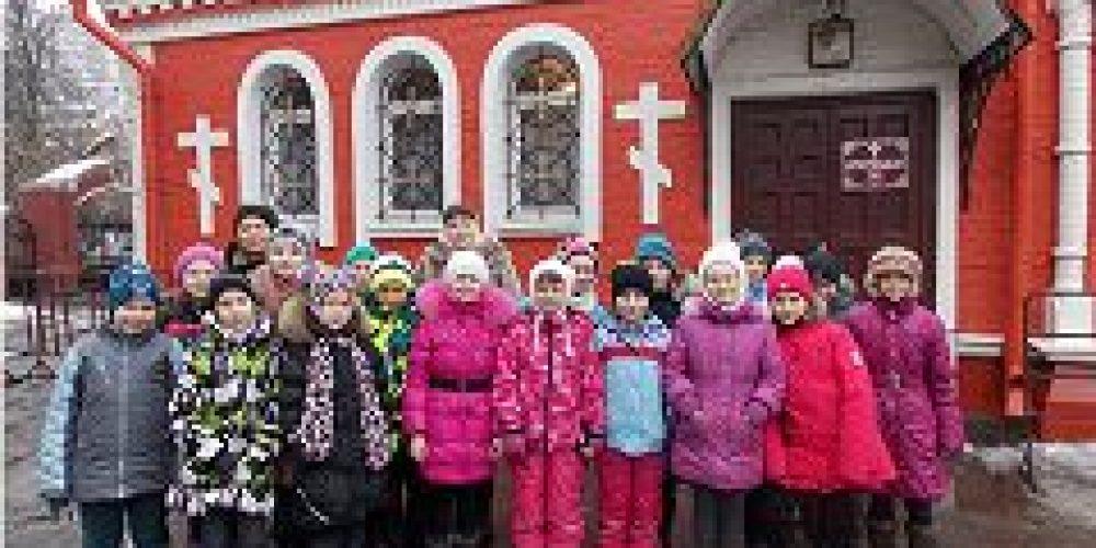 Учащиеся школы №167 посетили храм иконы Божией Матери «Знамение» в Аксиньино