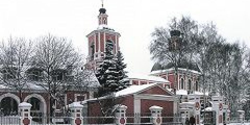 Епископ Дмитровский Феофилакт совершил Божественную литургию в храме иконы Божией Матери «Знамение» в Переяславской слободе