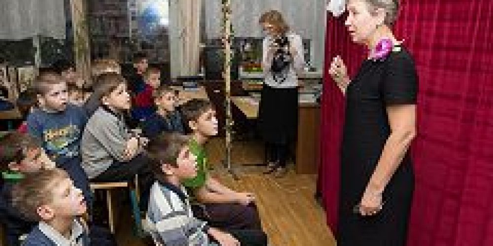 Актеры приходского кукольного театра храма блгвв. кнн. Бориса и Глеба в Дегунине показали два спектакля в детской больнице