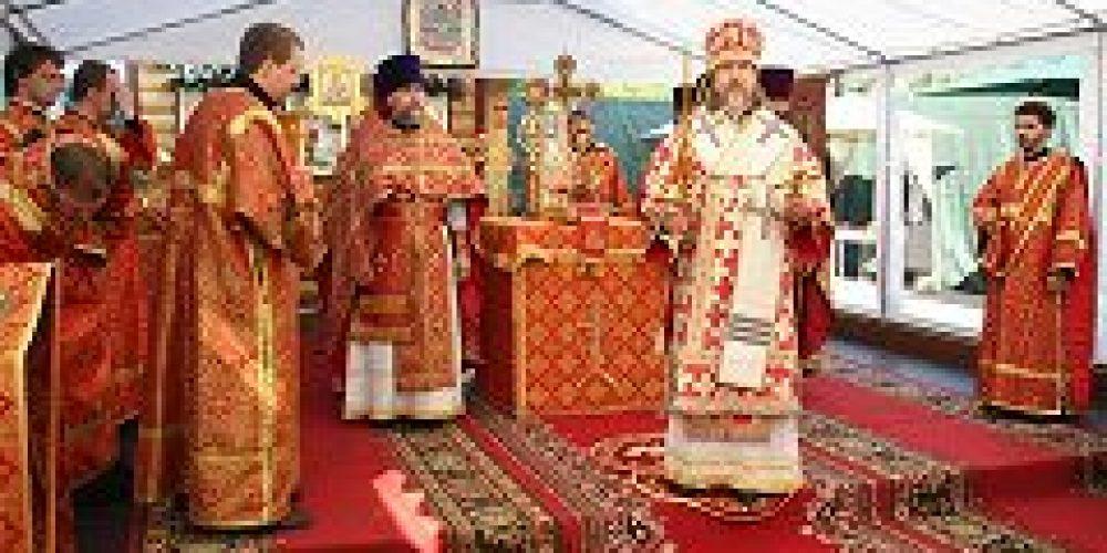 Первая Литургия в строящемся храме Св. Царственных страстотерпцев