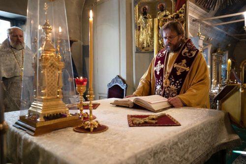 Епископ Фома совершил литургию в храме святителя Николая Чудотворца в Хамовниках