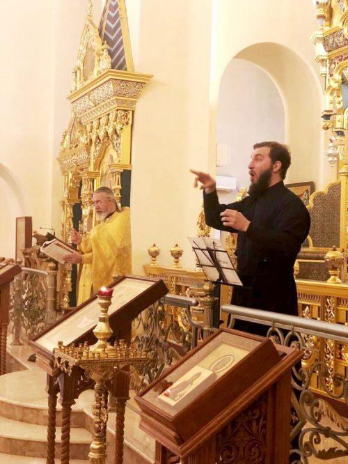 Центр по работе с глухими и слабослышащими «Десница» провел в храме Александра Невского при МГИМО День глухих