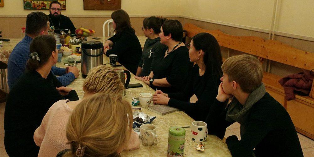 Встреча волонтеров, молодежи и прихожан со священником