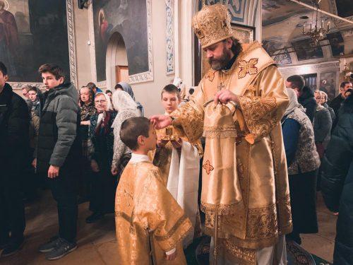 Епископ Фома совершил Божественную литургию в соборном храме в Переделкино