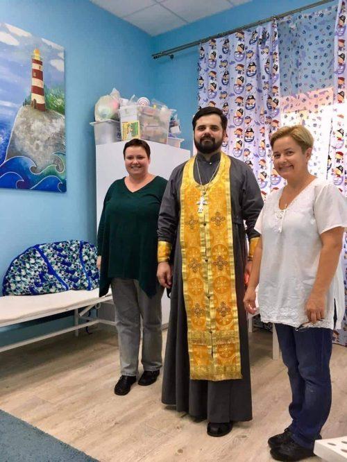 Клирик храма Александра Невского совершил чин освящения детского инклюзивного центра «Моя Планета».