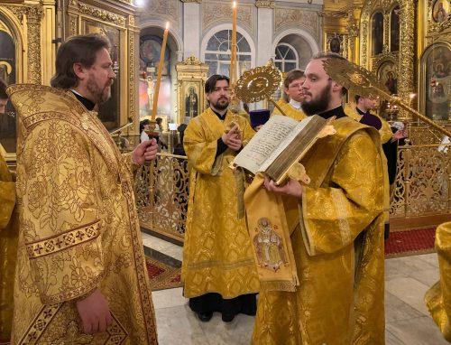 Епископ Павлово-Посадский Фома совершил всенощное бдение в Богоявленском соборе