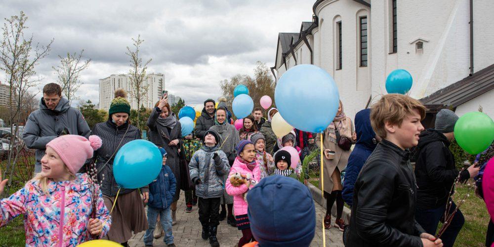Детский Крестный ход состоялся в храме Александра Невского при МГИМО