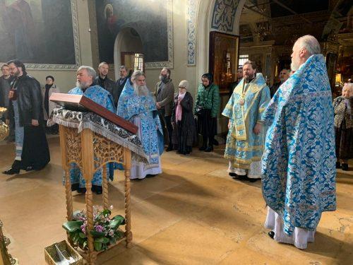 Епископ Фома совершил Божественную литургию в Хамовниках
