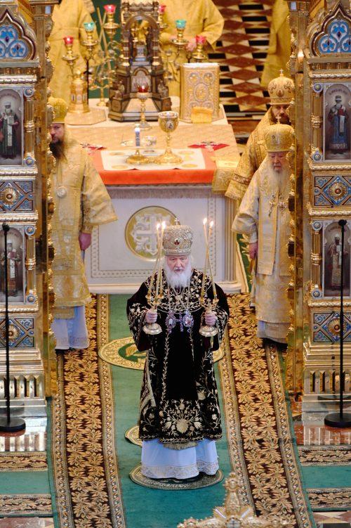 В двенадцатую годовщину интронизации Святейшего Патриарха Кирилла епископ Павлово-Посадский Фома сослужил ему на Литургии в Храме Христа Спасителя
