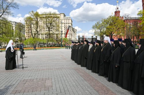 Епископ Фома принял участие в церемонии возложения венка к могиле Неизвестного солдата
