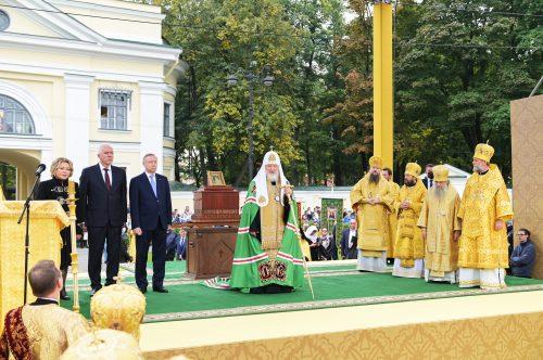 Предстоятель Русской Церкви возглавил торжества в Санкт-Петербурге по случаю 800-летия благоверного князя Александра Невского