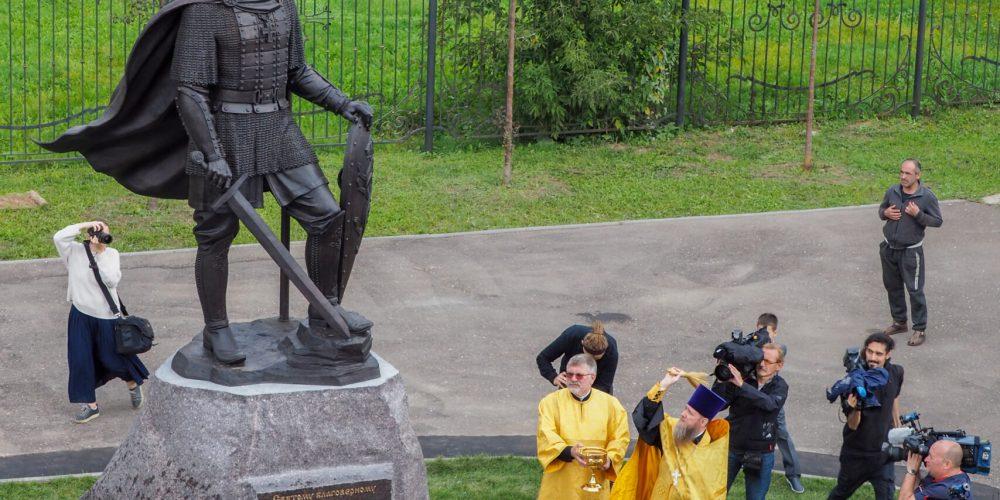 На территории храма Александра Невского открыт памятник святому благоверному князю