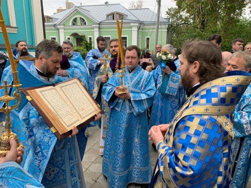 Епископ Павлово-Посадский Фома возглавит Божественную Литургию в храме Рождества Богородицы в Крылатском 25 октября