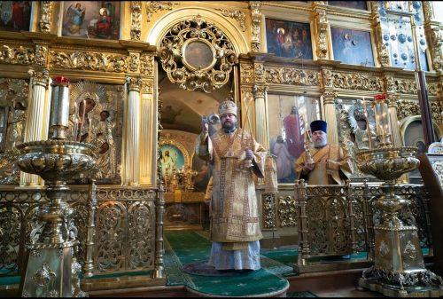 В праздник рождества Иоанна Предтечи епископ Фома совершил литургию в Никольском храме в Хамовниках