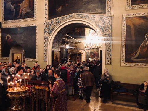 Епископ Фома совершил всенощное бдение в храме святителя Николая в Хамовниках