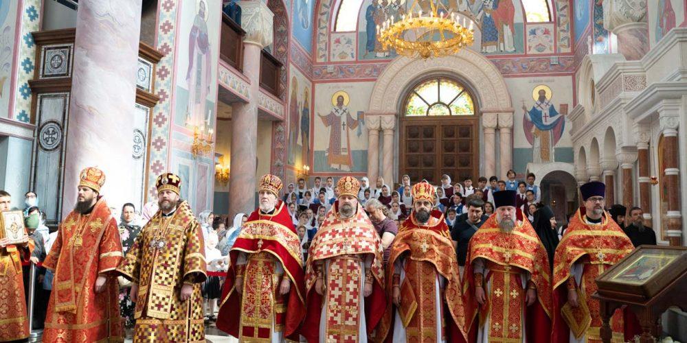 Епископ Фома сослужил митрополиту Самарскому и Новокуйбышевскому Сергию на Литургии в Софийском соборе Самары